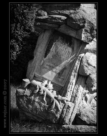 Náhrobní kámen ze sborového areálu